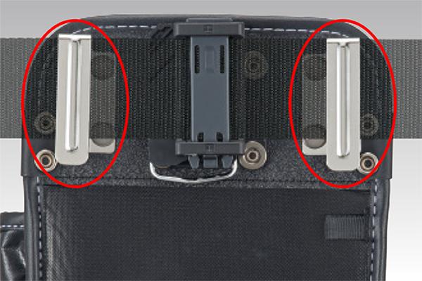 ベルトからの浮きを防止するサイドクリップ